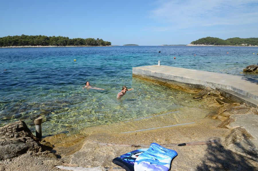 Korcula Karbuni apartments Maks beach
